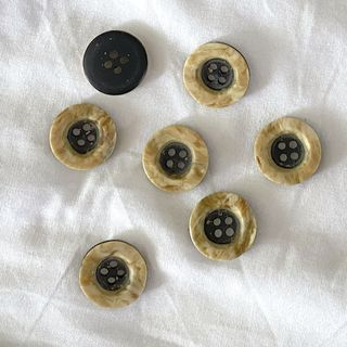 Button Brown 4-Hole 17mm