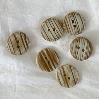 Button Brown 2-Hole 20mm
