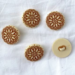 Button Beige/Brown Shanked 24mm